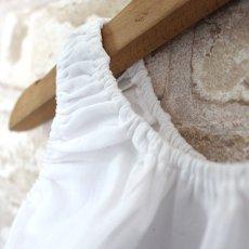 画像5: 【クチュール/子供服】バタフライ&ビー手刺繍ノースリーブスモック*白* (5)