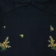 画像2: 【クチュール/エプロン】ミモザ手刺繍カフェエプロン*ネイビー* (2)