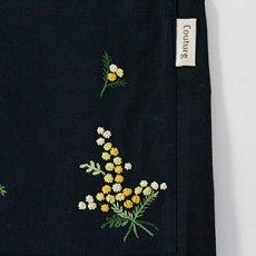 画像3: 【クチュール/エプロン】ミモザ手刺繍カフェエプロン*ネイビー* (3)