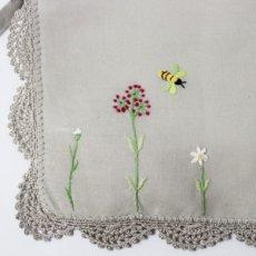 画像2: 【クチュール/かご】バタフライ&ビー手刺繍カバー付きクチュールバスケット*ベージュ* (2)