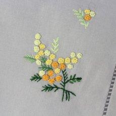 画像2: 【クチュール/ホーム】ミモザ手刺繍センターテーブル*ベージュ* (2)