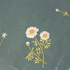 画像2: 【クチュール/ホーム】カモミール手刺繍センターテーブル*グリーン* (2)