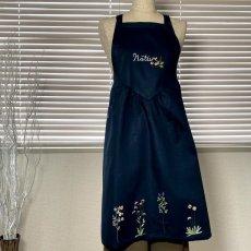 画像2: 【クチュール/エプロン】ナチュール手刺繍サロンエプロン|ネイビー| (2)