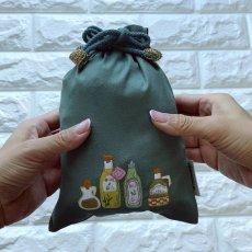 画像2: 手刺繍オリーブオイルボトル柄キンチャク(小) (2)