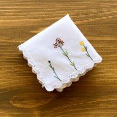 画像2: 【クチュール/ハンカチ】バタフライ&ビー手刺繍ハンカチ 白  (2)