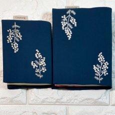 画像2: 手刺繍白ミモザ柄ブックカバー|ネイビー| (2)