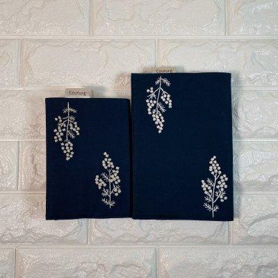 画像1: 手刺繍白ミモザ柄ブックカバー|ネイビー|