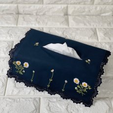 画像1: 【クチュール/雑貨】カモミール手刺繍ティッシュ箱カバー*ネイビー* (1)