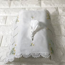 画像2: 【クチュール/雑貨】カモミール手刺繍ティッシュ箱カバー*白* (2)
