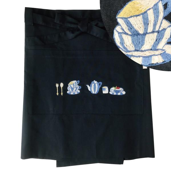 画像1: 【クチュール/エプロン】ブルーディッシュ手刺繍カフェエプロン ネイビー (1)