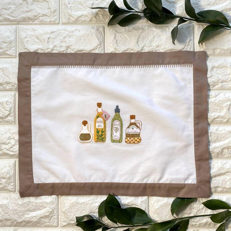 画像1: 手刺繍オリーブオイル柄フレームマット|白| (1)
