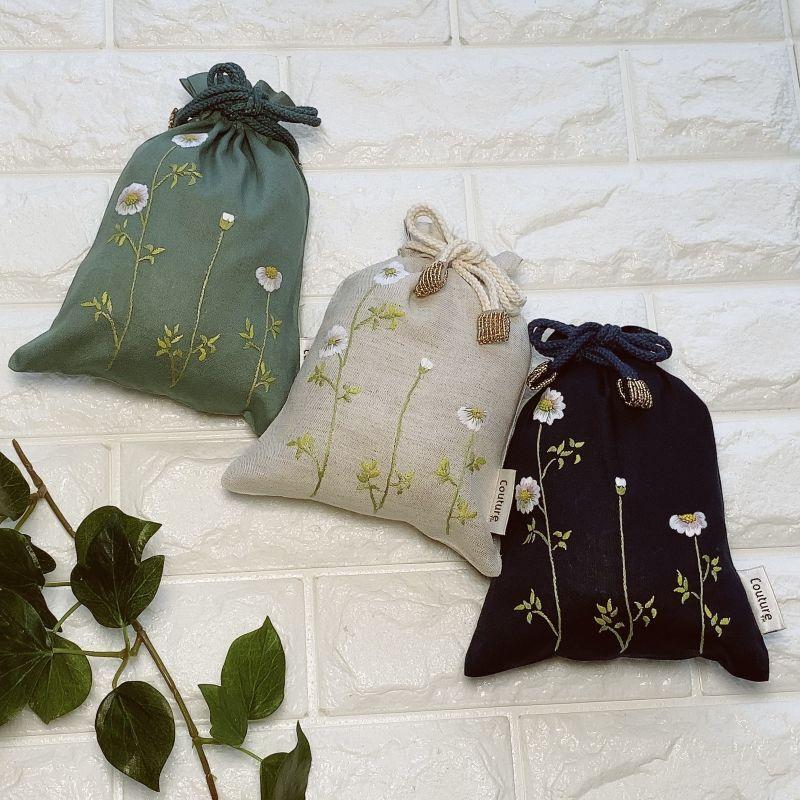 画像1: 手刺繍カモミール柄キンチャク(小) (1)