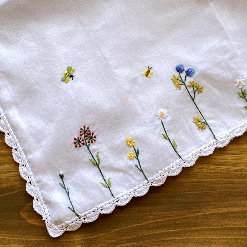 画像1: 【クチュール/ハンカチ】バタフライ&ビー手刺繍ハンカチ 白  (1)