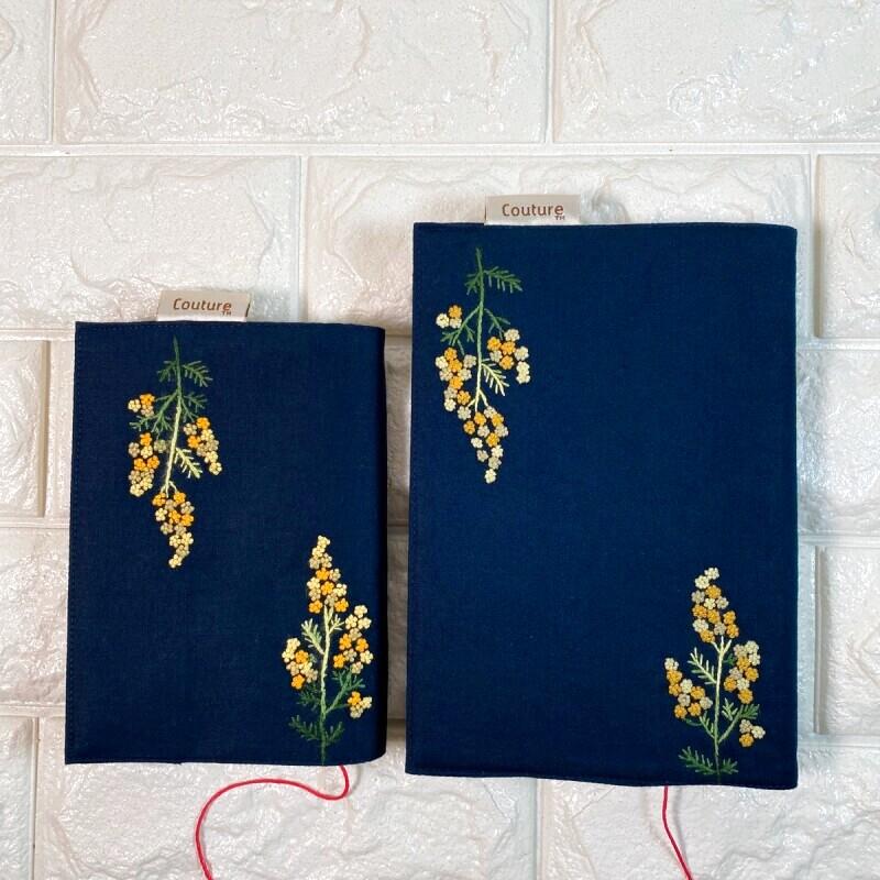 画像1: 【クチュール/雑貨】ミモザ手刺繍ブックカバー*ネイビー* (1)