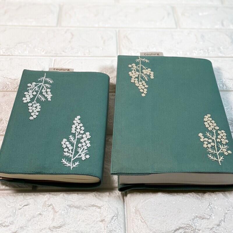 画像1: 【クチュール/雑貨】白ミモザ手刺繍ブックカバー*グリーン* (1)